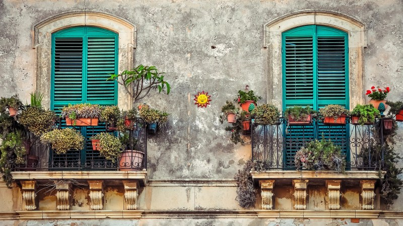 signs its time to repaint your homes exterior