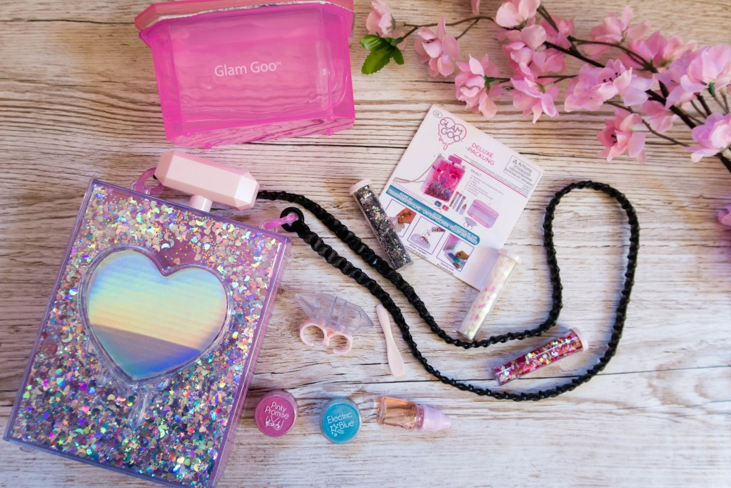 A picture of what's inside the box: case, glitter, pigment, scent, ring, instructions and slime