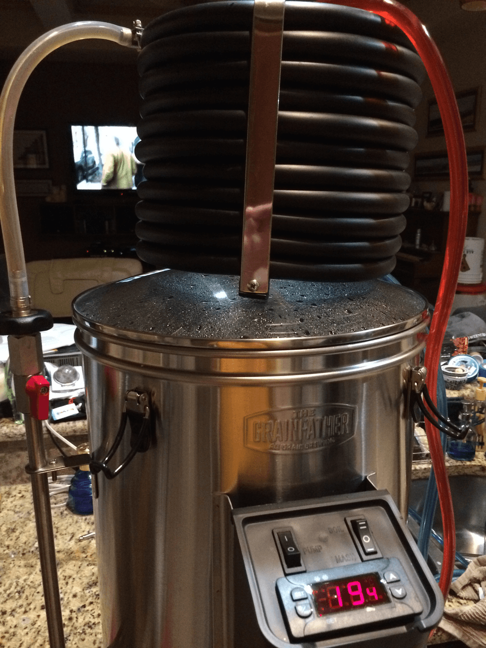 Chiller sits on the top. I circulated the chilled wort back into the urn to drop the temp further.