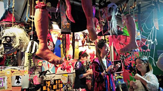 street-vendors-selling-halloween-costumes-in-Hong-kong