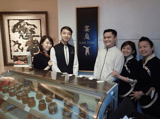 Singapore-hotel-Chinese-restaurant-staff