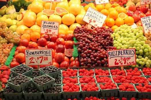 Pike_Place_Market_fruit-DSchwen