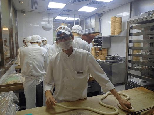 Image-of-Chinese-chef-at-restaurant-in-hong-kong-credit-atwhk