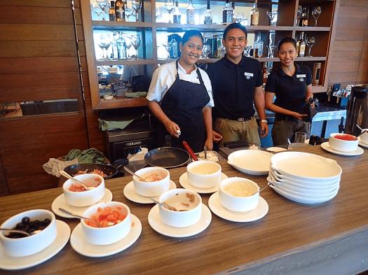 Phl-palawan-funny-lion-food (3)
