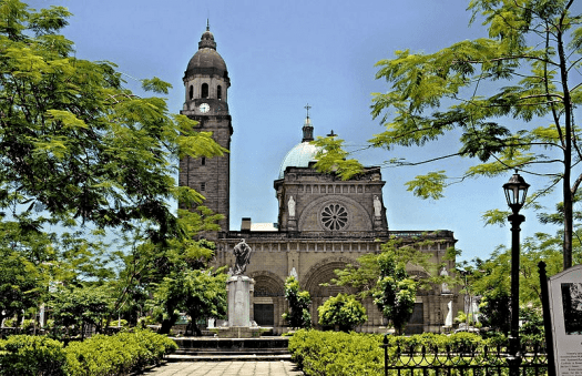 Festive_Philippines-Manila-Cathedral-credit-jasonianyap
