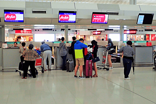 Image-of-airline-passengers-checking-in-at Air-Asia-in-Hong-Kong-credit-ATWHK