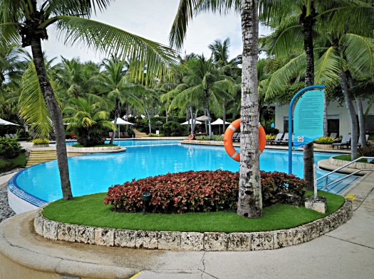 image-of-swimming-pool-at-cebu-hotel