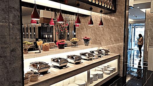 breakfast-buffet-at-mercure-hotel-singapore-bugis-by-www.accidentaltravelwriter.net
