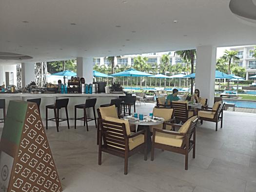 beachfront-cafe-@-lind-hotel-boracay-island-copyright-www.accidentaltravelwriter.net
