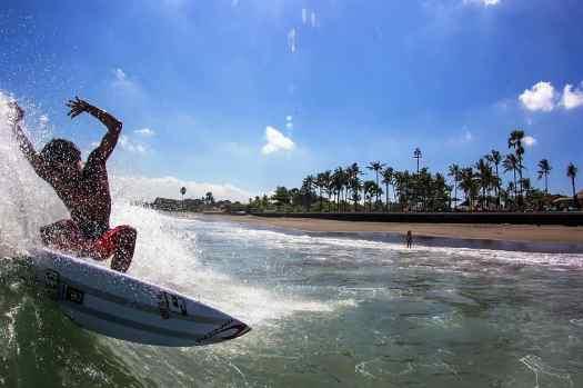 Bali finns beach club surfing