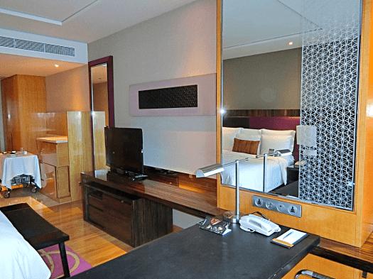 Renaissance-Bangkok-Ratchaprasong-hotel-room-credit-www.accidentaltravelwriter.net