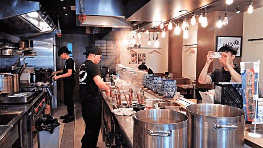 preparing-japanese-noodles-credit-www.accidentaltravelwriter.net