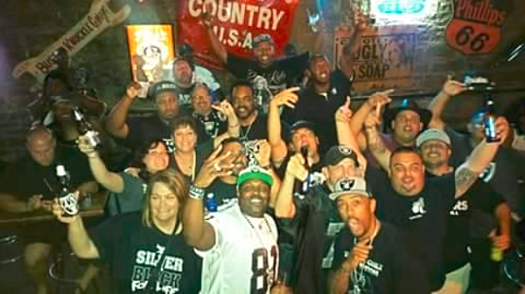 Nfl-raiders-at-coyote-ugly-nashville-3