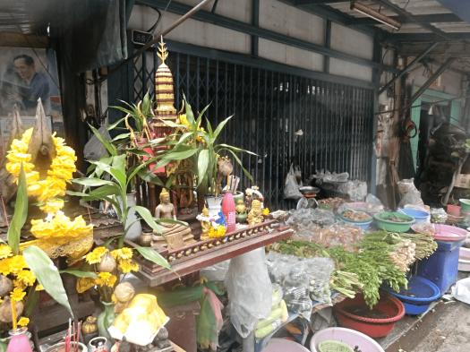 bangkok-thai-streetside-shrine
