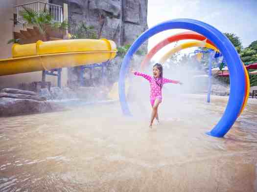 Thailand-pattaya-hotel-mercure-water-park-child