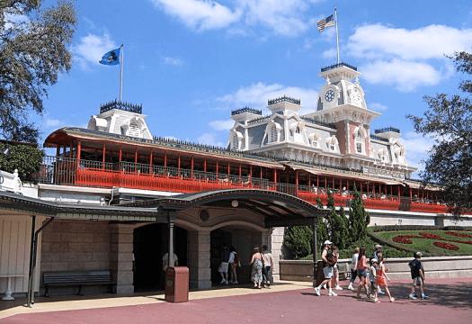 USA_Walt_Disney_World_Railroad_Main_Street_USA_Station_Credit_Tom_Arthur