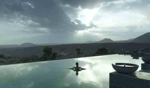 Oman-hotel-ananttara-al-jabal-al-akhdar-resort-swimming-pool