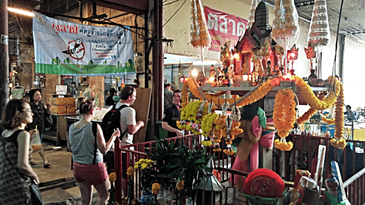 bang-rak-market-buddhist-shrine