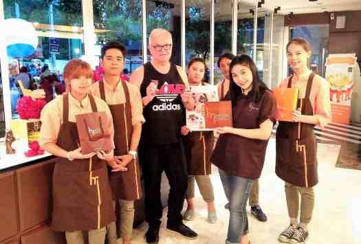 image-of-employees-at-bangkok-ice-cream-parlour