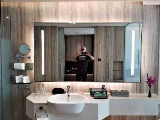 image-of-lancaster-bangkok-hotel-bathroom