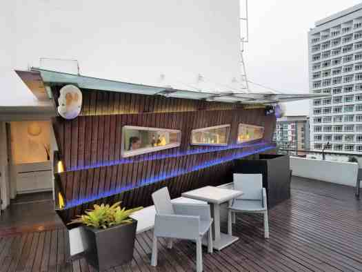 image-of-hotel-baraquda-pattaya-rooftop-sunset-lounge