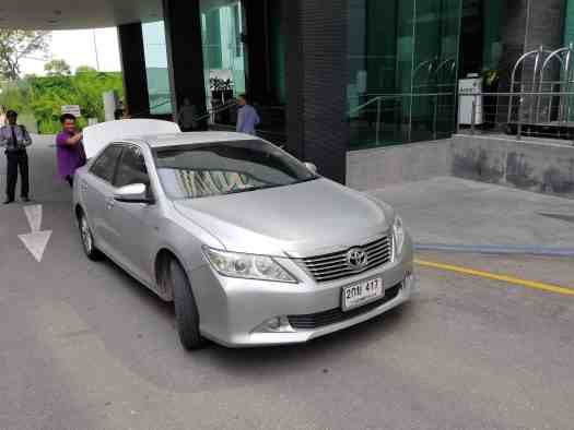 image-of-taxi-arriving-at-amari-ocean-pattaya-resort-hotel