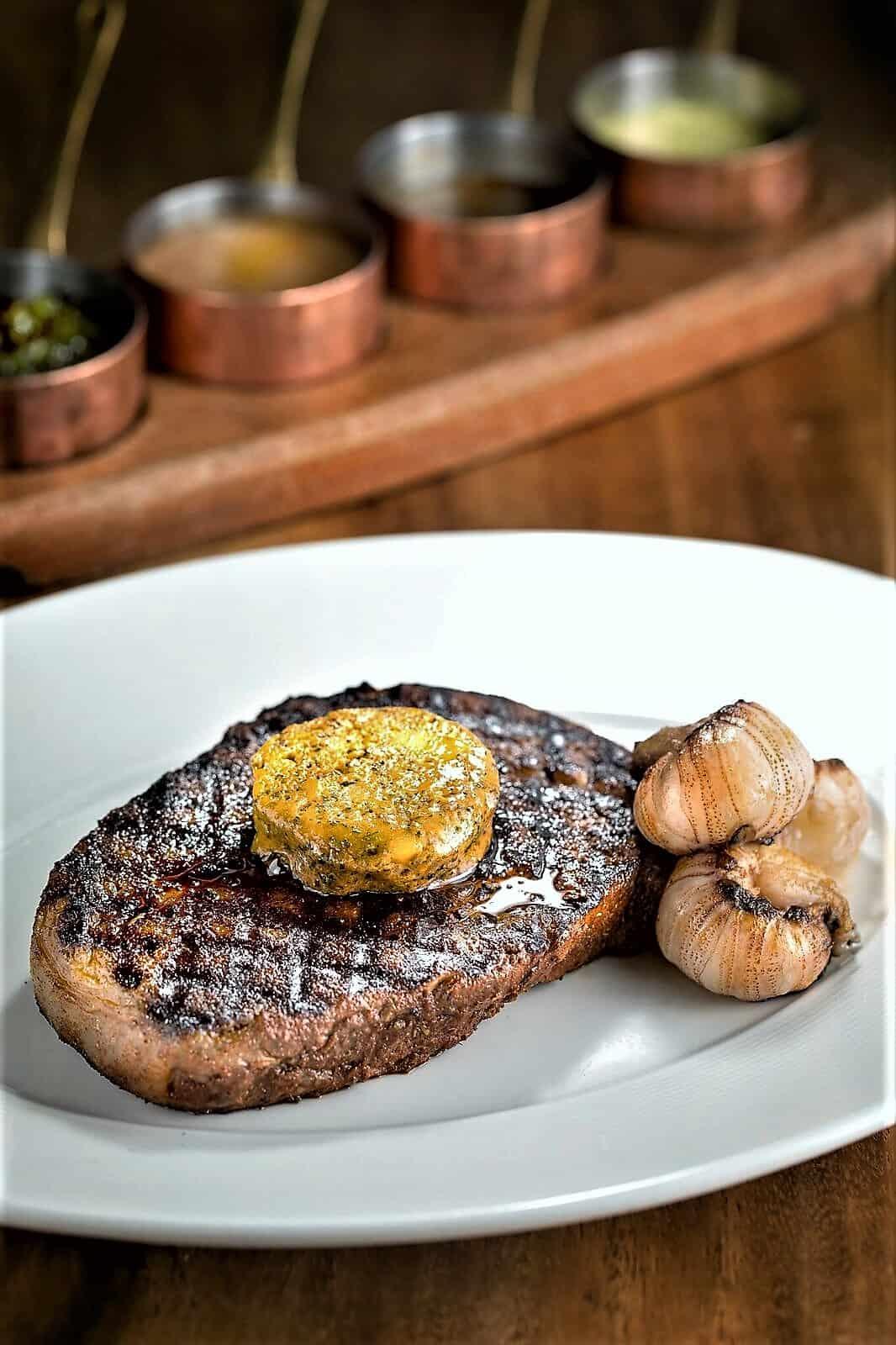 hk-food-Wooloomooloo-Steak-with-Lobster-Butter & Moreton Bay Bugs