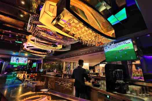 image-of-the-mira-hotel-lobby-bar