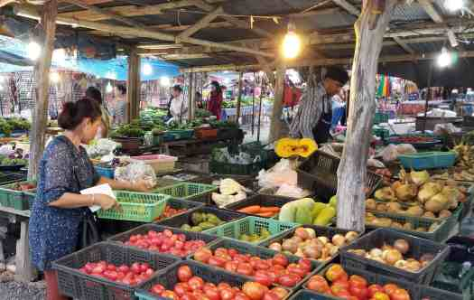 image-of-vegetable-stand-at-nai-yang-market-in-phuket-thailand