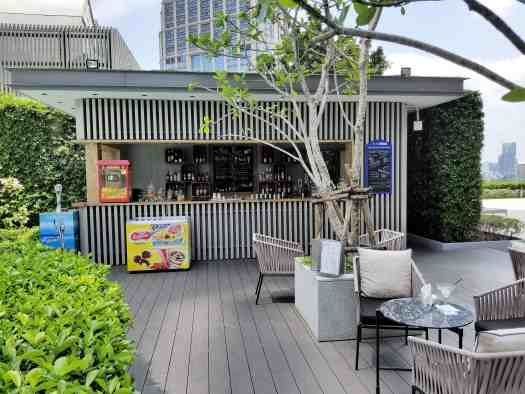 image-of-bangkok-marriott-marquis-queens-park-hotel-swimming-pool-bar