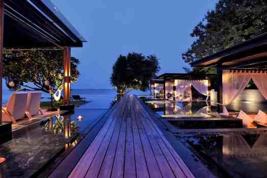 outdoor-walkiways-at-v-villas-hua-hin-in-thailand