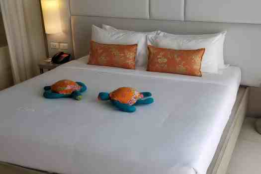 image-of-proud-phuket-thailand-hotel-king-size-bed