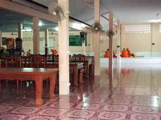 image-of-buddhist-monks-eating-breakfast-in-phuket-thailand