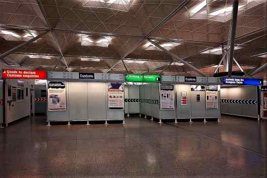 image-of-customs-at-London-Stansted-Airport