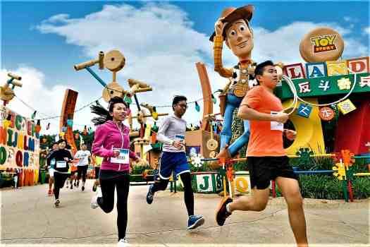 image-of-runners-in-toy-story-land-at-10K-disneyland-marathon
