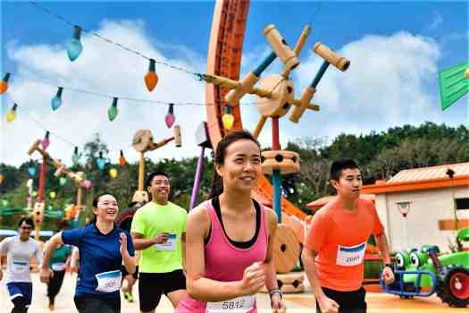 image-of-runners-in-toy-storyland--at-10K-disneyland-marathon