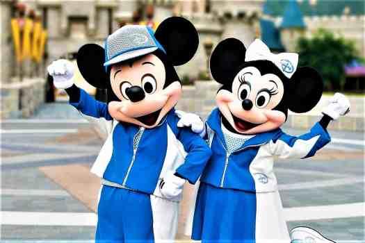 image-of-mickey-and-minnie-mouse-at-10K-disneyland-marathon