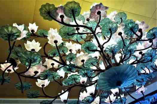 image-of-chandelier-at-hong-kong-chinese-restaurant