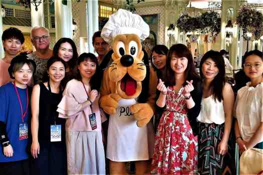 image-of-hong-kong-disneyland-hotel-enchanted-garden-character-breakfast