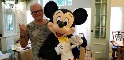 image-of-travel-blogger-and-mickie-mouse-at-hong-kong-disneyland-hotel-enchanted-garden-