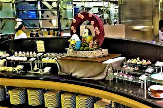 image-of-desserts-at-chef-mickey-restaurant-at-disneys-hollywood-hotel-in-hong-kong