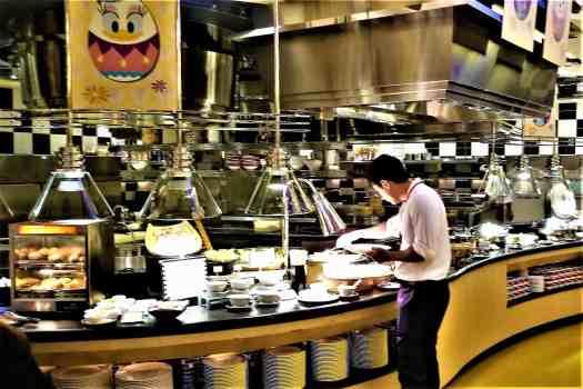 image-of-buffet-table-at-chef-mickey-restaurant-at-disneys-hollywood-hotel-in-hong-kong
