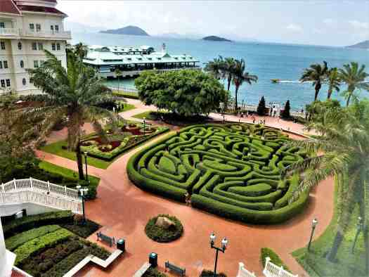 image-of-hong-kong-disneyland-hotel-garden-maze