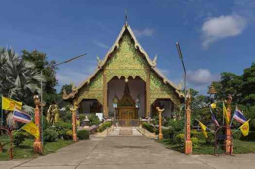 image-of-chetuphon-buddhist-temple-chiang-rai-thailand