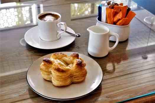 image-of-coffee-and-pastry-at-ang-ku-tea-house-at-proud-phuket-hotel-thailand