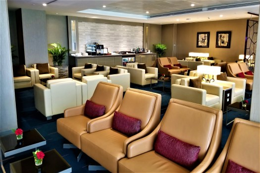 image-of-emirates-airline-lounge-seating-at-bangkok-airport-