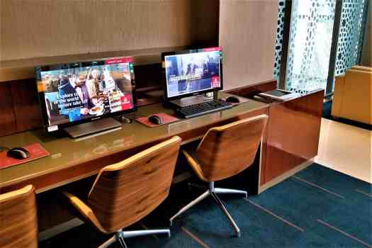 image-of-emirates-airline-lounge-computers-at-bangkok-airport-