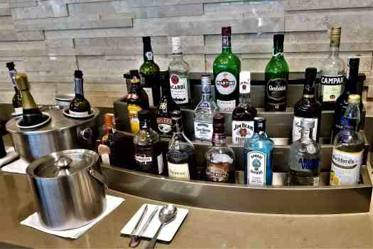 image-of-emirates-airline-lounge-beverages-at-bangkok-airport-