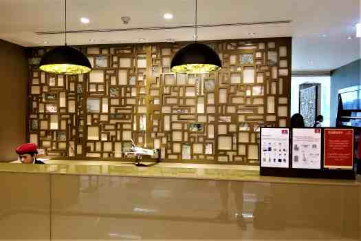 image-of-emirates-airline-lounge-entranceat-bangkok-airport-