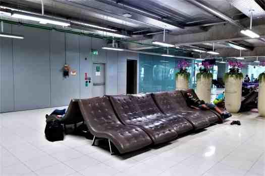 image-of-lounge-chairs-at-bangkok-international-airport